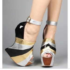 Preowned Jeffrey Campbell rock star wedge 9